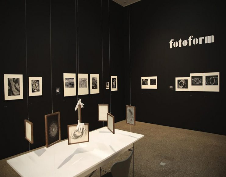 Die Ausstellung der Werke von Peter Keetman (Museum Folkwang 2016) beschränkt sich nicht auf Motive an der Wand, sondern bezieht den Raum und weitere Exponate in das Raumkonzept mit ein. © Fotos: Jens Nober, Museum Folkwang