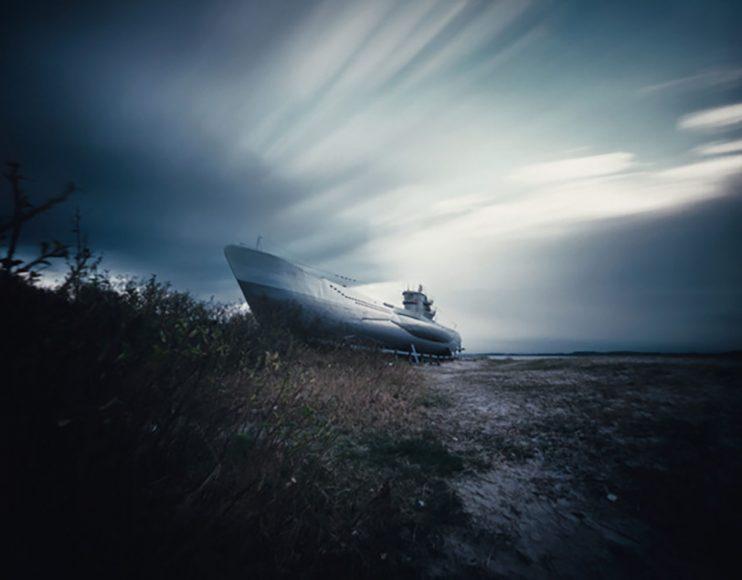 Joachim Lindner nahm dieses Bild von einem möglichst flachen Standpunkt aus auf. So wirkt es, als wäre die U-995 eben erst auf Laboe gestrandet. Das stürmische Wetter erzeugt während der zweieinhalbminütigen Belichtung eine spektakuläre Bewegungsdynamik.