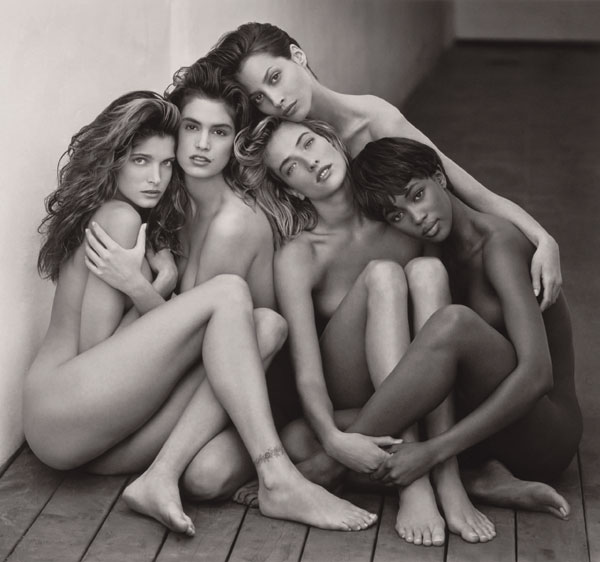"""Auch dies eine Ikone des schon 2002 verstorbenen Herb Ritts: Viel Haut zeigten 1989 die Top-Models """"Stephanie, Cindy, Christy, Tatjana, Naomi"""" unter Hollywoods Sonne und offenbarten doch nicht zu viel. © Herb Ritts Foundation"""