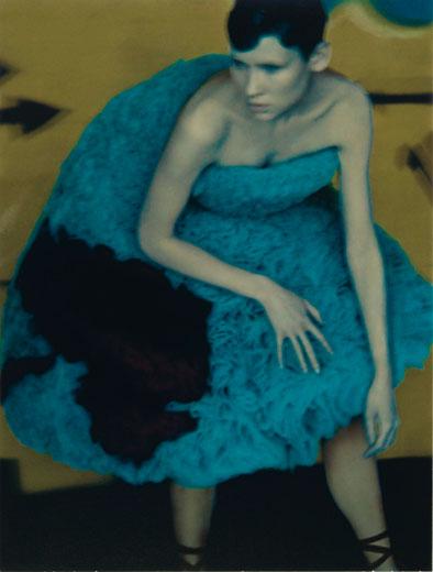 """Im Jahr 2000 entstand das Bild """"Sveta, for Hussein Chalayan"""". Zu diesem Zeitpunkt war die in Frankreich lebende und gebürtige Engländerin Sarah Moon bereits eine Berühmtheit. © Sarah Moon"""