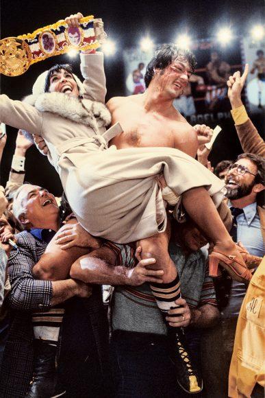 """Ein Ausruf aus der Rocky-Serie schrieb besonders Geschichte: """"Adriaaaan"""". Nach seinem mit Mühe gewonnen Kampf gegen Creed im ersten Teil schreit er inbrünstig nach seiner Geliebten. Das Kinopublikum hatte Gänsehaut und Tränen in den Augen."""