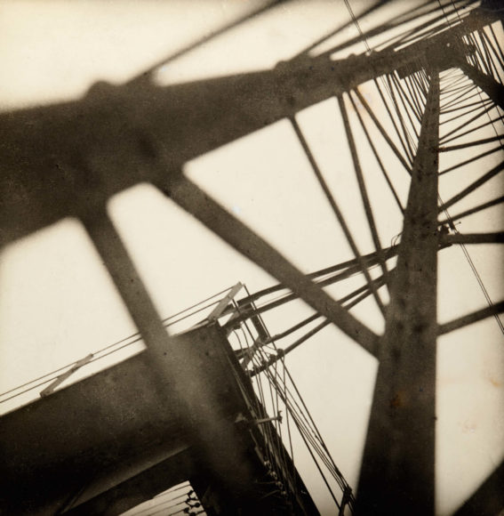 JAROSLAV RÖSSLER (1902–1990) 'Konstrukce' (Eiffel Tower), 1928 Vintage silver print 22,4 x 22 cm Signed and dated by the photographer in ink on the reverse, photographer's Praha studio stamp on the reverse, traces of retouche Schätzpreis 20.000–25.000 Euro © Westlicht Photo Auction