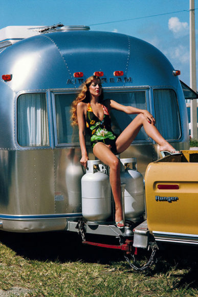Helmut Newton Jerry Hall, American Vogue, Miami, Florida, 1974© Helmut Newton Estate