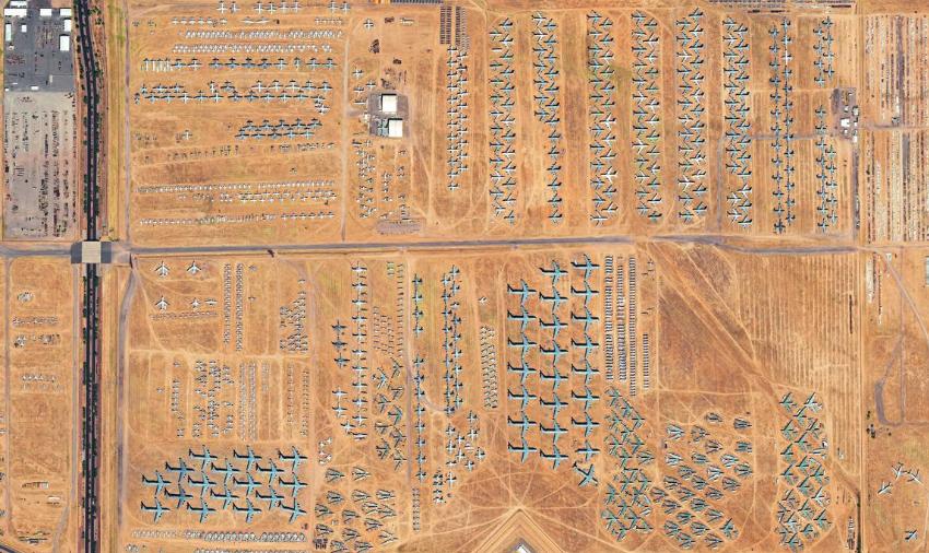 USA: Auf der Davis-Monthan Air Force Base in Tucson, Arizona, zerlegt ein Unternehmen auf dem weltgrößten Flugzeugfriedhof alte Militärflugzeuge und entnimmt noch brauchbare Teile. Die hohe Trockenheit der Region ist von Vorteil, da die abgestellten Flugzeuge kaum korrodieren. ©EUSI
