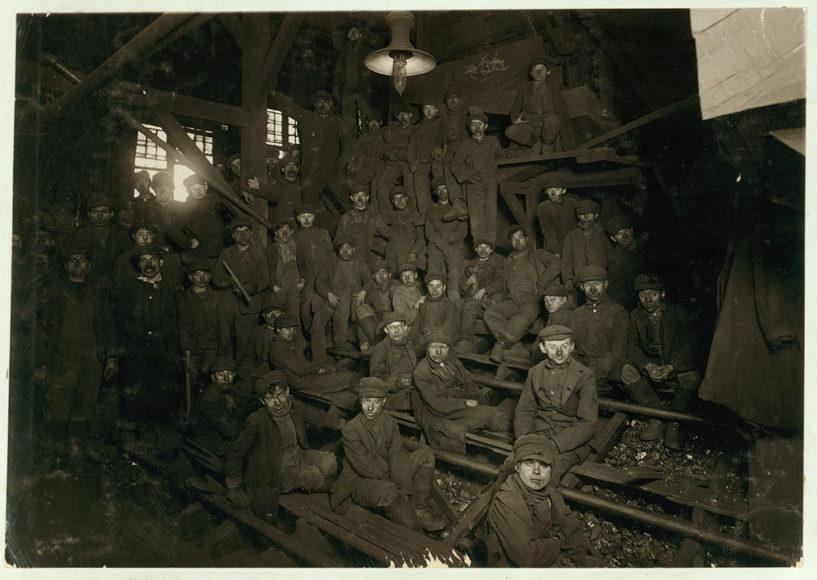 """""""Mittagsstunde im Ewen Breaker"""". Januar 1911 / South Pittston, Pennsylvania."""