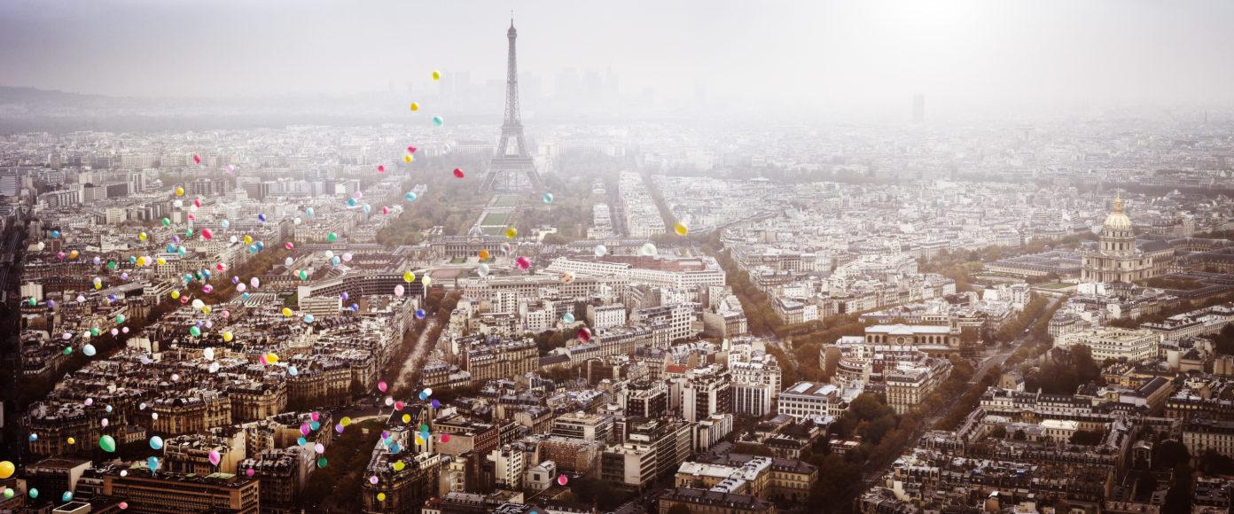 David Drebin Balloons over Paris, 2016 C-Print, mounted on aluminum © David Drebin courtesy HIGH10 Collection
