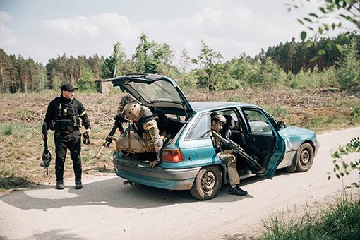 """Europa, Polen, Brozek: Zu einigen """"Spielfeldern"""" gehört auch ein eigener Fahrzeugpark mit zivilen und militärischen Fahrzeugen. Aus der Serie: Somaliland, © Ingmar Björn Nolting"""