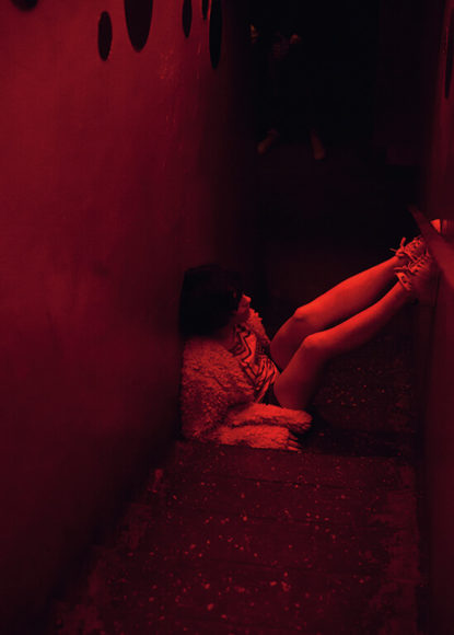 """Caro in the Club"" aus der Serie ""Dead End Street"". © Lorraine Hellwig"