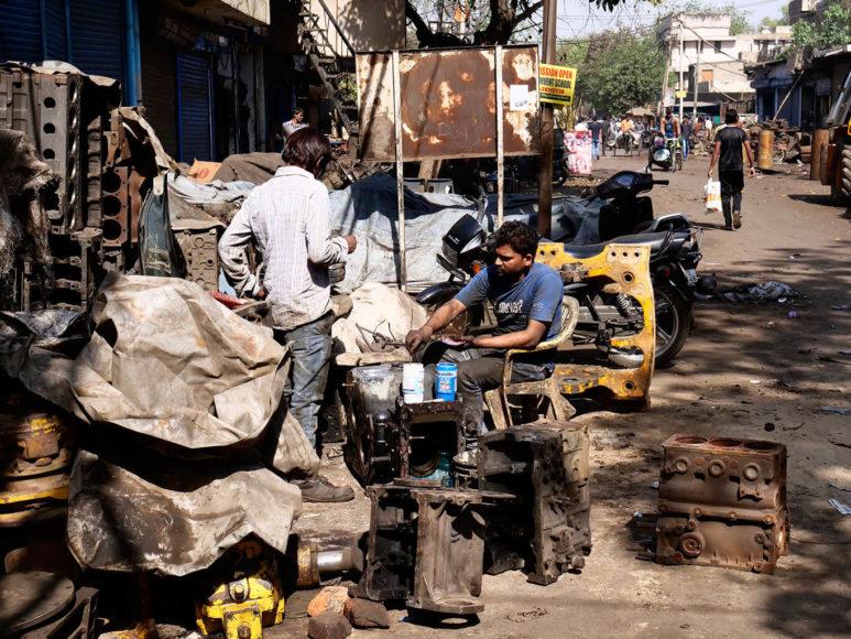 © Joe Hahn & Kai Stuht: Handarbeit wird großgeschrieben. Manchmal erweckt die Stadt den Eindruck, von der Industrialisierung nicht betroffen gewesen zu sein.