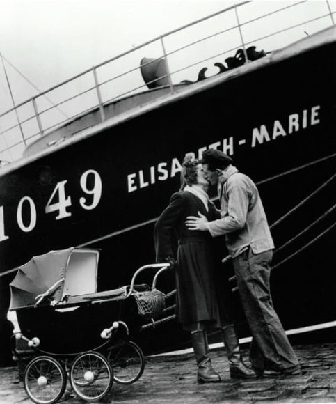 """© Willy Ronis: """"Depart des Moratiers de Fecamp, 1949"""