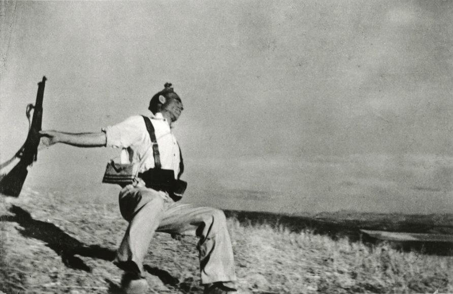Loyalistischer Soldat, Spanien, 1936. © Robert Capa, Magnum Photos.
