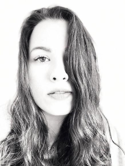 """Neu ist der Bokeh-Filter """"High Key Licht Mono"""", hier im Selfie."""