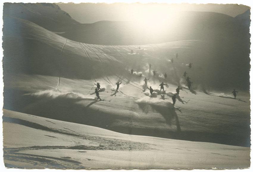 Aus Glückfahrt im Schnee - Winterfilm von Adelboden Foto: Emanuel Gyger und Arnold Klopfenstein aus der Sammlung von Dr. Daniel Müller-Jentsch