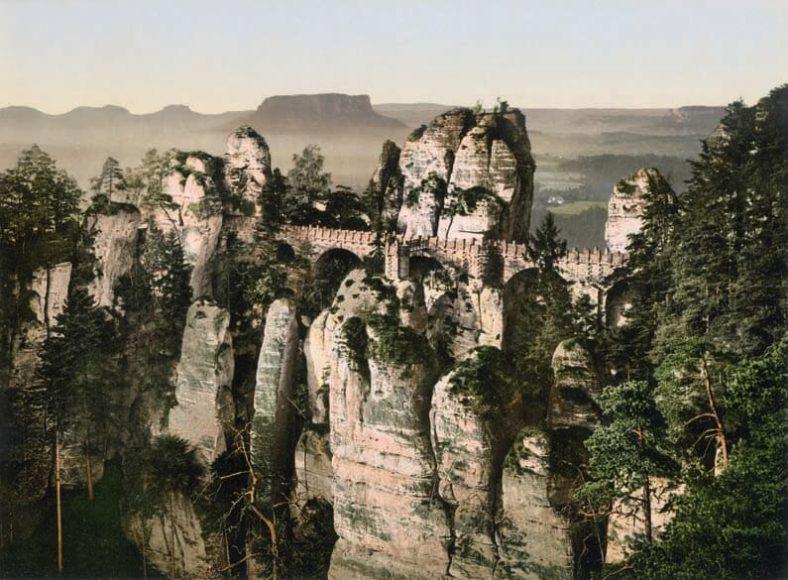Basteibrücke vom Ferdinandstein aus / © Collection Marc Walter und TASCHEN