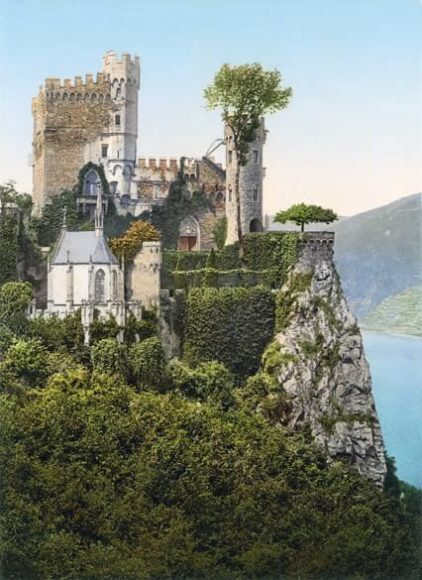 Burg Rheinstein bei Trechtingshausen / © Collection Marc Walter und TASCHEN