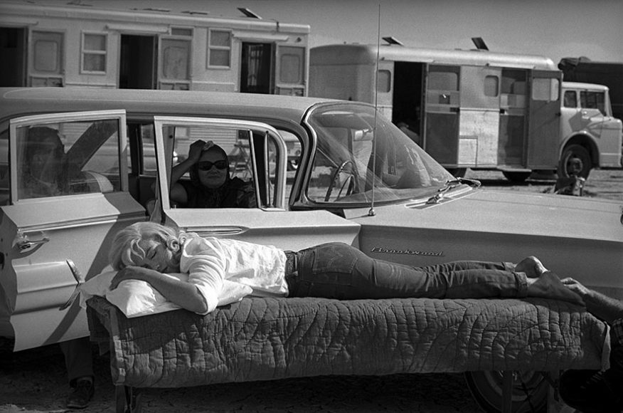 """Eve Arnold, Marilyn Monroe. Filming of """"The Misfits"""", Nevada, USA, 1960 © Eve Arnold/Magnum Photos"""