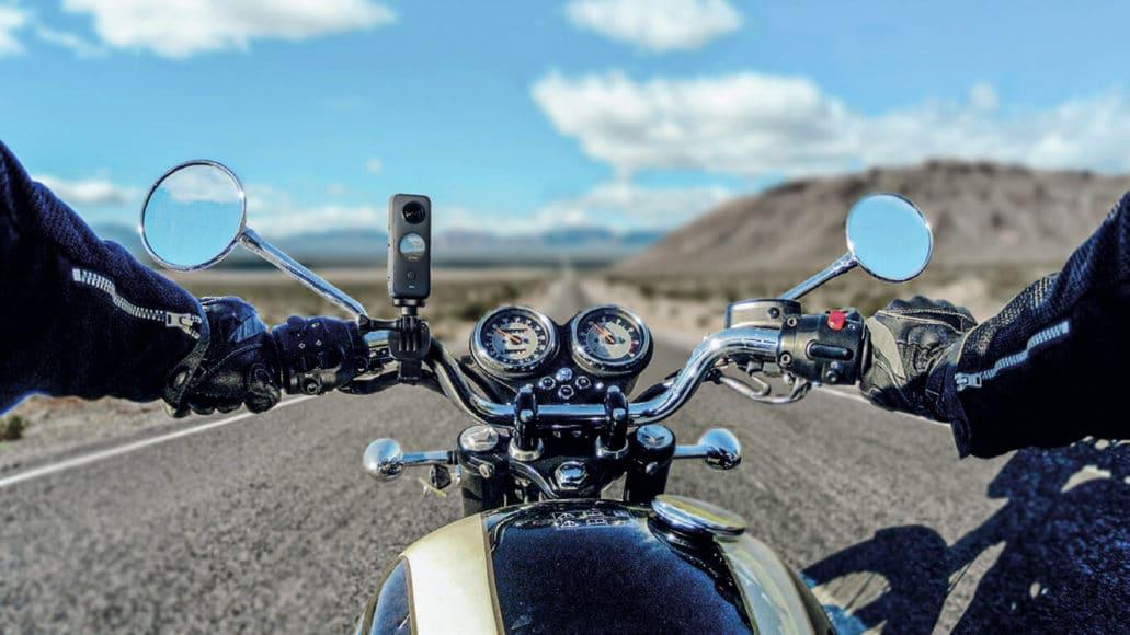 Zahlreiche Halterungen der X2 (hier fürs Motorrad) erweitern den Einsatzbereich.