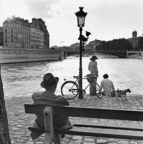 Paris, 1970  © Elliott Erwitt / Magnum Photos, courtesy  OstLicht. Galerie für Fotografie