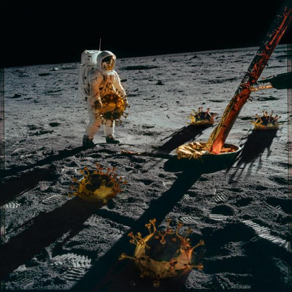 """Ganz besonders ist die Fotoarbeit von Mark Hamilton Gruchy. Dazu erläutert er: """"Diese Arbeit besteht aus bisher unverarbeiteten Bildern der NASA und des Jet Propulsion Laboratory. Ich habe daraus meine eigenen Bilder gemacht, um nicht nur aktuelle Themen anzusprechen, sondern zudem auch andere, die zur Zeit der Apollo-Missionen relevant waren. Diese stammen aus urheberrechtsfreien Materialien, die ich mit anderen Motiven zu einem verbunden habe, um die Unveränderlichkeit des Mondes der ständig im Wandel befindlichen Erde gegenüber zu stellen. Danke an die NASA und die JPL.""""  © Mark Hamilton Gruchy, United Kingdom, Winner, Professional, Creative, 2021 Sony World Photography Awards"""