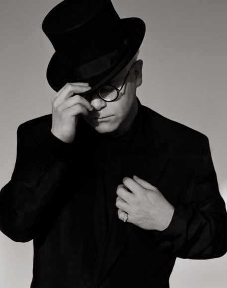 Elton John with Top Hat, Los Angeles, 1989 © Herb Ritts