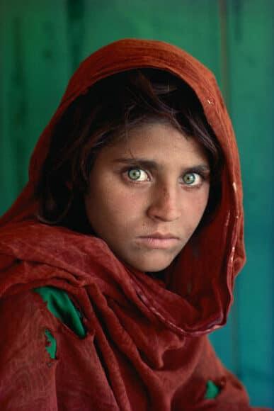 Afghan Girl, Sharbat Gula , Pakistan, 1984 / © Steve McCurry, courtesy Atelier Jungwirth / atelierjungwirth.com
