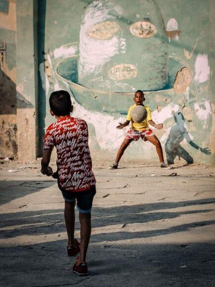 CEWE Photo Award Kategoriegewinner Sport: Straßenfußball von Andreas Bauer.