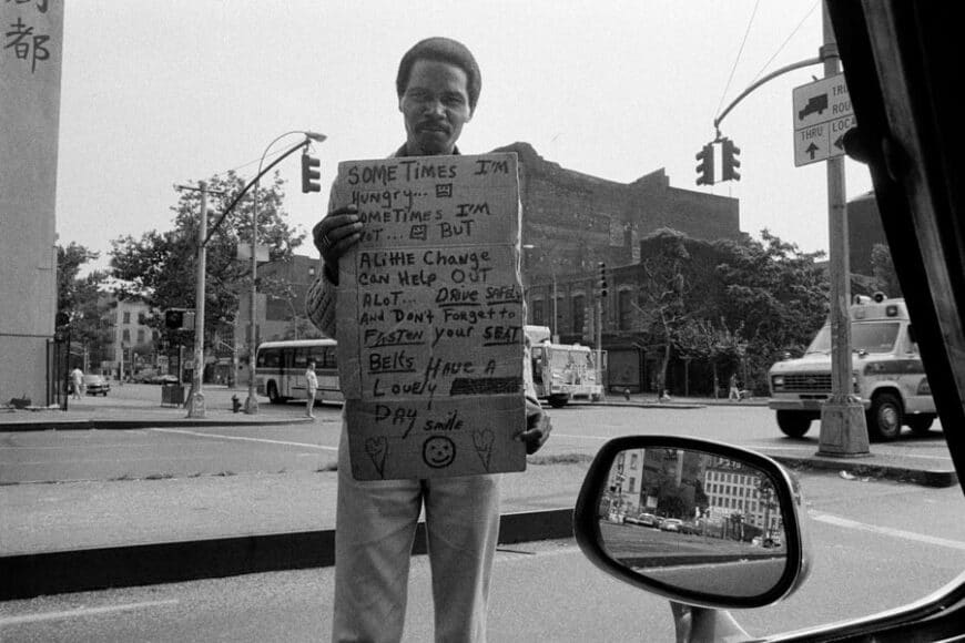 Joseph Rodriguez, TAXI Series, A panhandler at Bowery and Houston, East Village, NYC 1984, © Joseph Rodriguez, courtesy Galerie Bene Taschen.