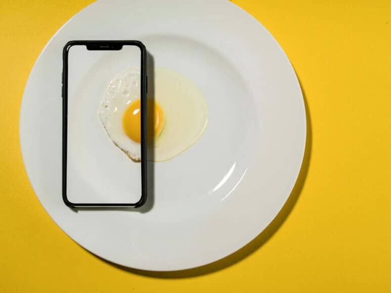 CEWE Photo Award Kategoriegewinner Kochen und Essen: Ei Phone von David Weimann.