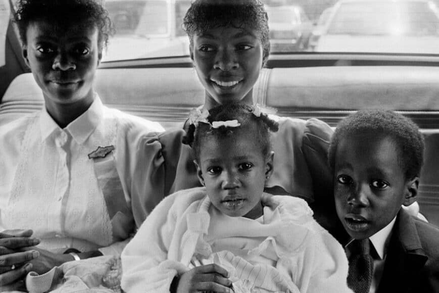 Joseph Rodriguez, TAXI Series, Family going to church, on a Sunday morning, NYC 1984, © Joseph Rodriguez, courtesy Galerie Bene Taschen.