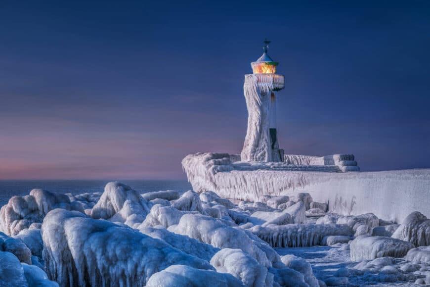 CEWE Photo Award Kategoriegewinner Landschaften: Eingefrorener Leuchtturm von Manfred Voss.