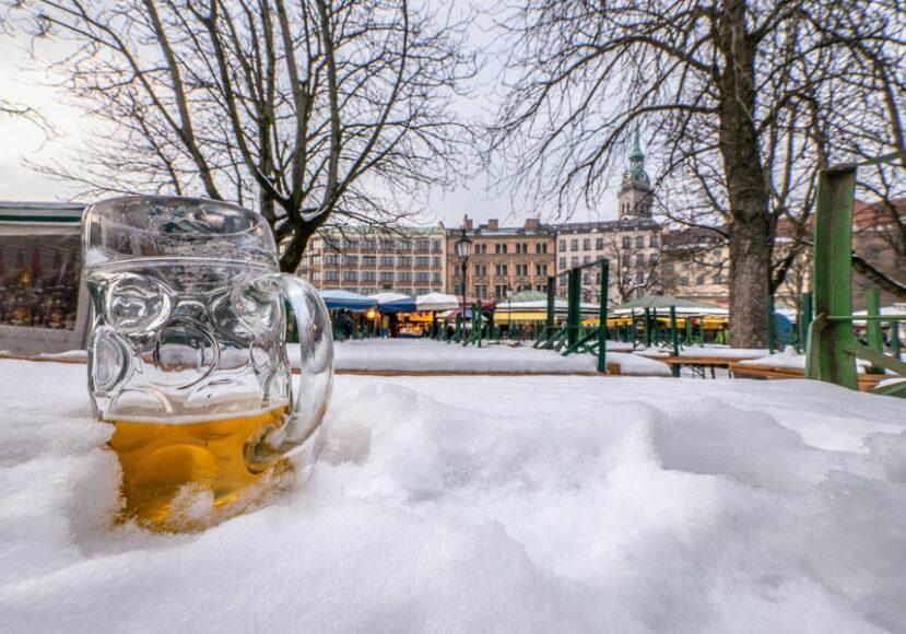 In München hat es heute vormittag 11 Uhr vier Grad Kälte, wenn Sie es nicht glauben, schicke ich Ihnen ein Barometer. Text: Karl Valentin. Foto: Herbert Becke.