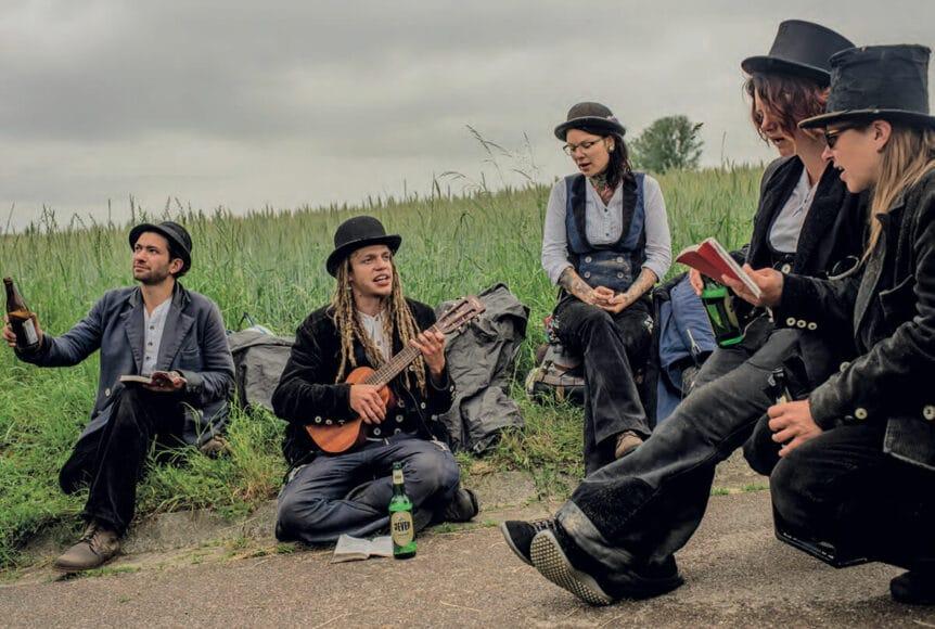 Unvergessliche Momente in geselliger Runde: Auch Frauen lassen es sich nicht nehmen, der Tradition zu folgen. © Tomás Munita.