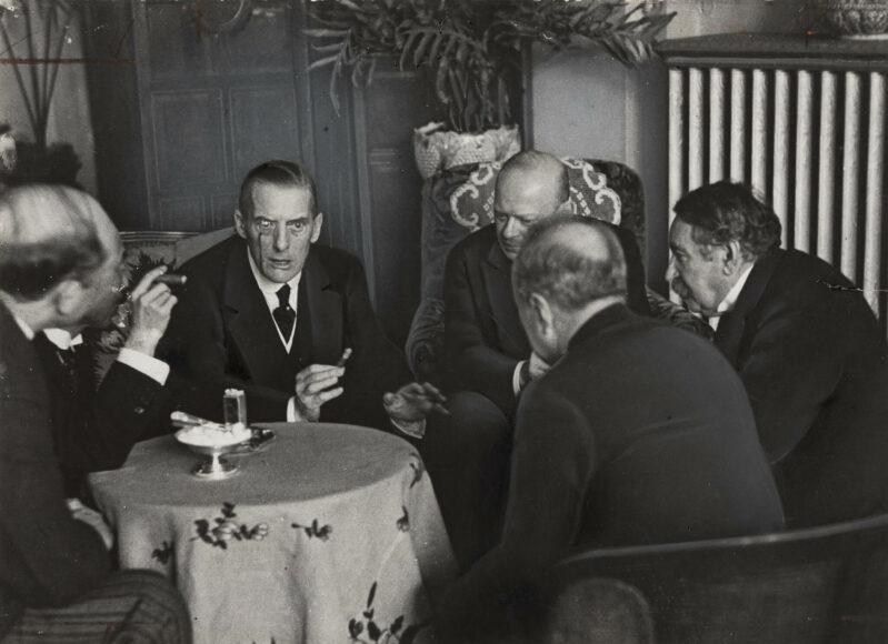 Erich Salomon (1886–1944), Lugano, Dezember 1928, 1928 Silbergelatine-Abzug auf Barytpapier 11,7 × 16,1 cm, Städel Museum, Frankfurt am Main, gemeinsames Eigentum mit dem Städelschen Museums-Verein e.V., Foto: Städel Museum.