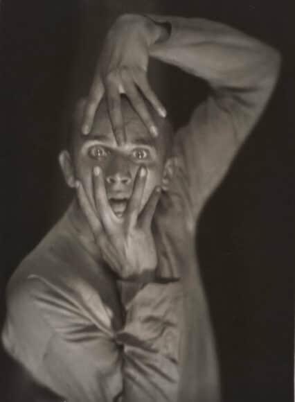 Hans Robertson (1883–1950), Der Tänzer Harald Kreutzberg, 1925 Gelatinesilberpapier 23,4 × 17,1 cm, Städel Museum, Frankfurt am Main, Foto: Städel Museum, Frankfurt am Main.