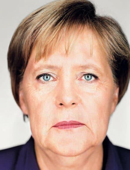 """Angela Merkel kommt in der Ausstellung """"Politics on Stage"""" eine besondere Stellung zu: Ein ganzer Raum ist nur der Darstellung ihrer Person gewidmet. Hier ein schon heute ikonografisches Bild von Martin Schoeller © Martin Schoeller"""