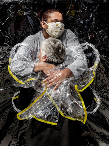 WORLD PRESS PHOTO OF THE YEAR & GENERAL NEWS, SINGLES, 1st Prize, Title: The First Embrace, © Mads Nissen, Denmark, Politiken/Panos Pictures